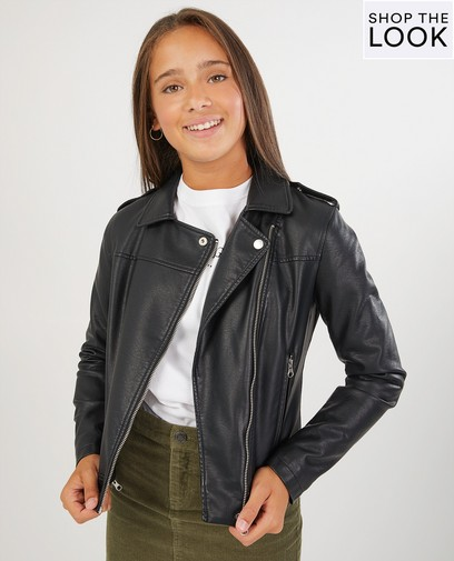 Een faux leather jasje geeft je look altijd een stoere vibe!